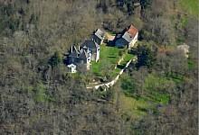 Château du XVIIIème à vendre en situation dominante sur 13 ha