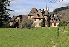 Château à rénover à vendre sur 140 ha avec fermes et dépendances
